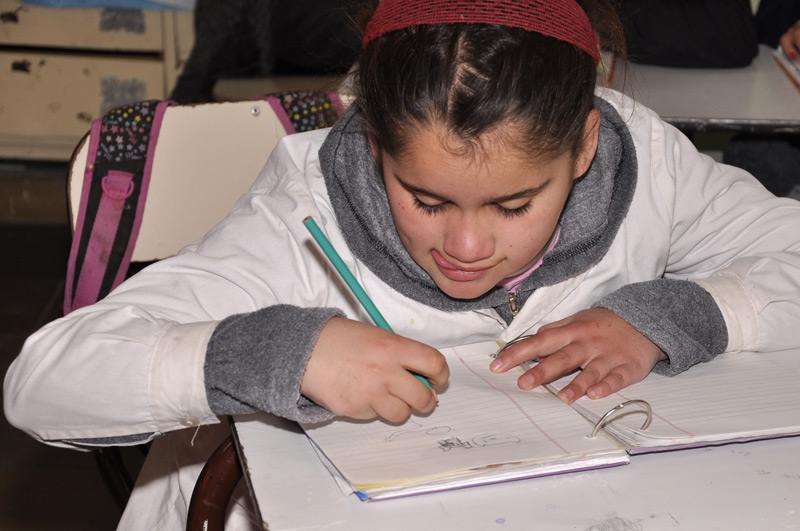 Alumna dibujando_ABC